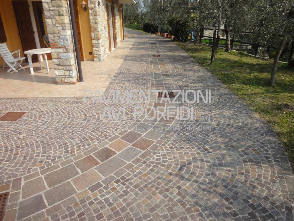Casa moderna roma italy cubetti di porfido prezzi for Prezzi del garage della carrozza