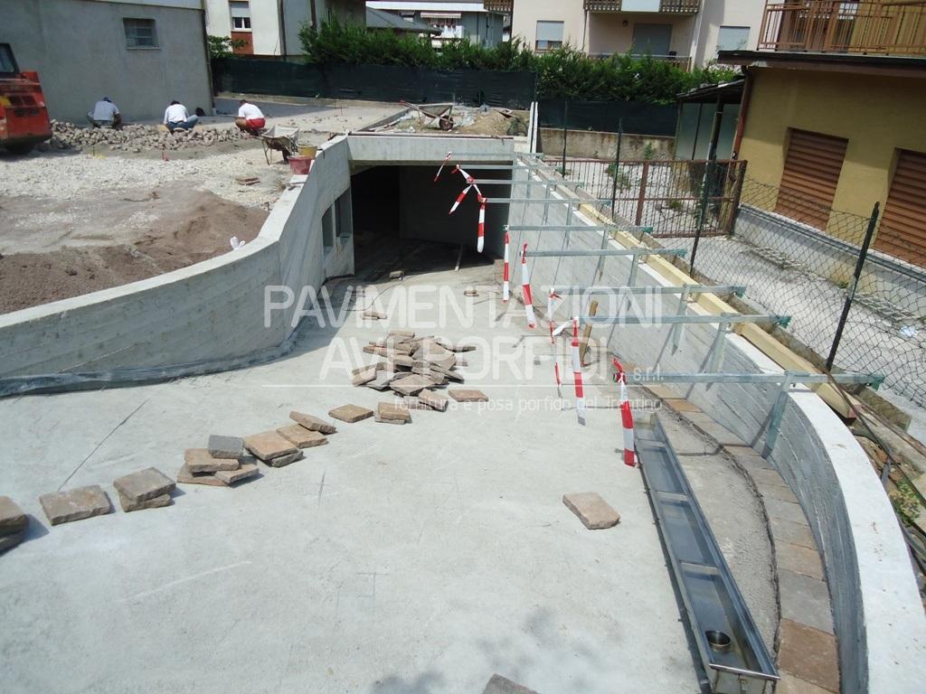 Porfido per esterni prezzi with porfido per esterni - Posa pavimento esterno su cemento ...