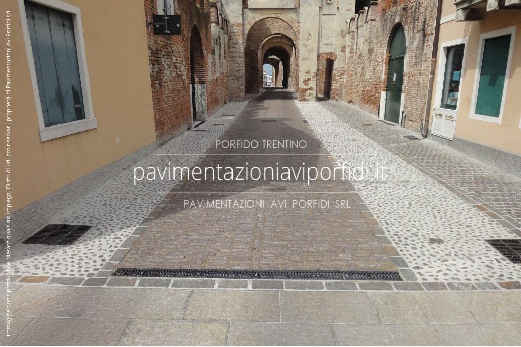 Pavimenti Resina Trento : Vantaggi della resina poliuretanica per sigillare il porfido