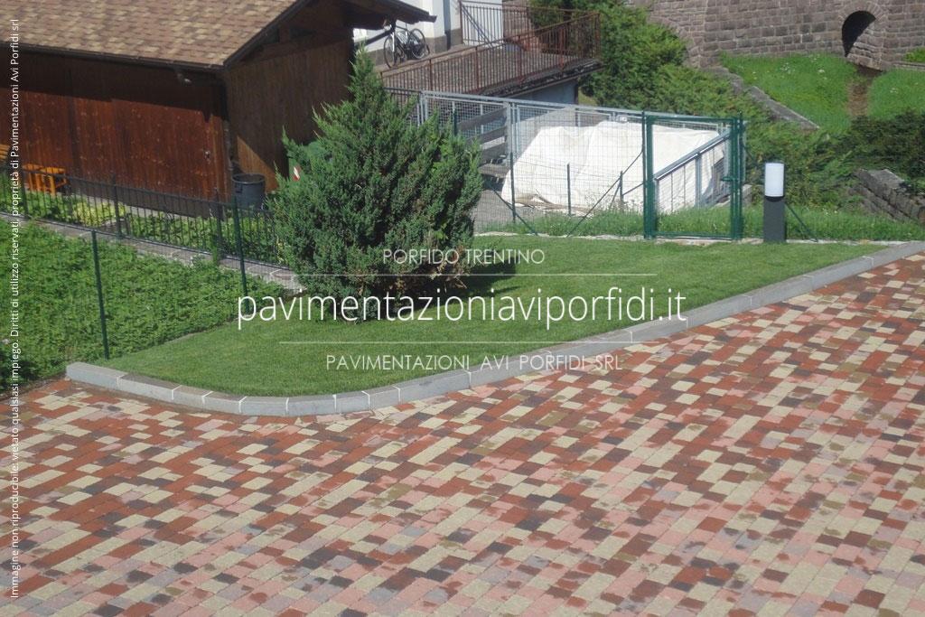 Cordoli in cemento per giardino prezzi pavimenti in cotto for Porfido prezzi bricoman