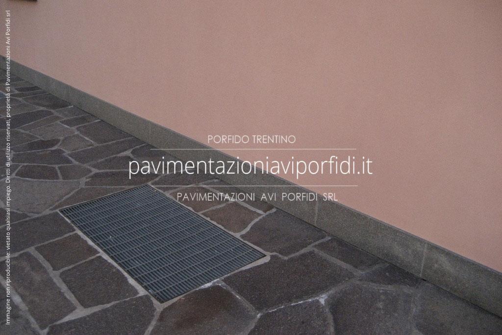 Super Pavimentazioni Avi Porfidi :: Battiscopa e zoccolino in porfido  NL58