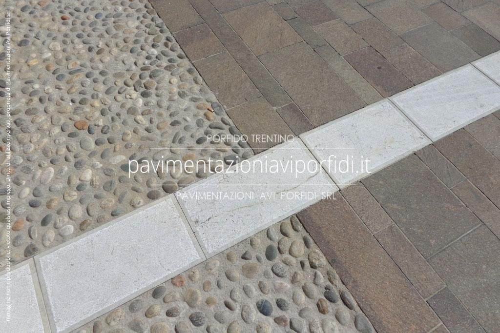 Pavimento per esterno con sassi di fiume a vista pietre a vista