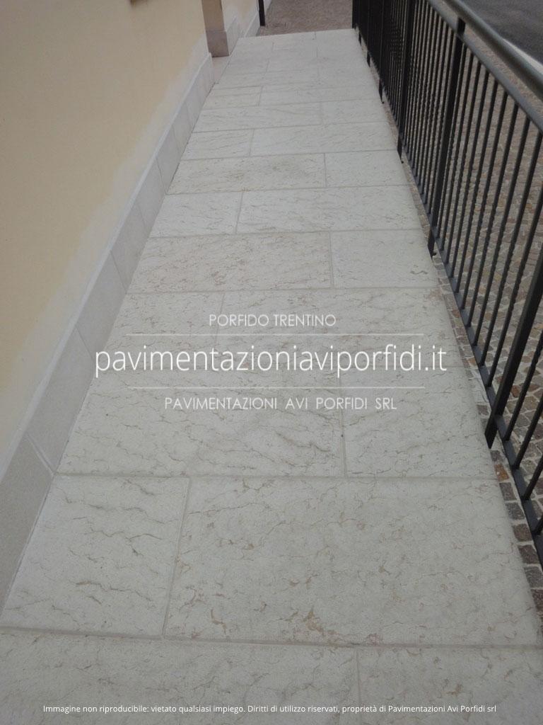 Pietre Bianca Per Interni pietra di prun (o della lessinia), alternativa al porfido